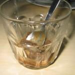 Maapähkinätahnan ja suklaan sekoittaminen