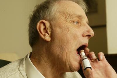Potilas käyttää Sativexia